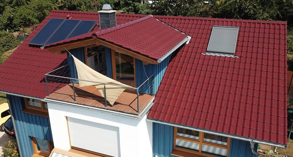 Unser Dach mit Südwestausrichtung. Der rechte Teil des Daches wäre für eine Photovoltaikanlage nutzbar.