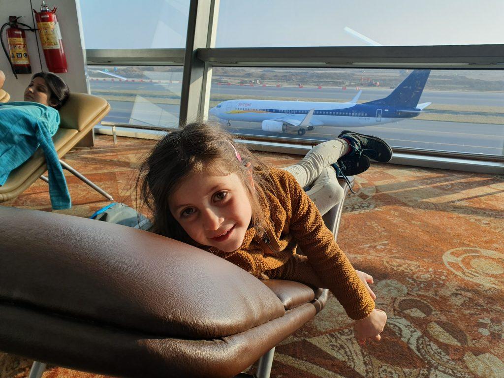 Chillen am Flughafen Delhi