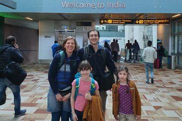 Auf dem Flughafen in Delhi