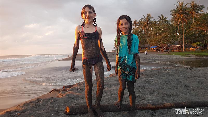 senggigi-strand-kinder