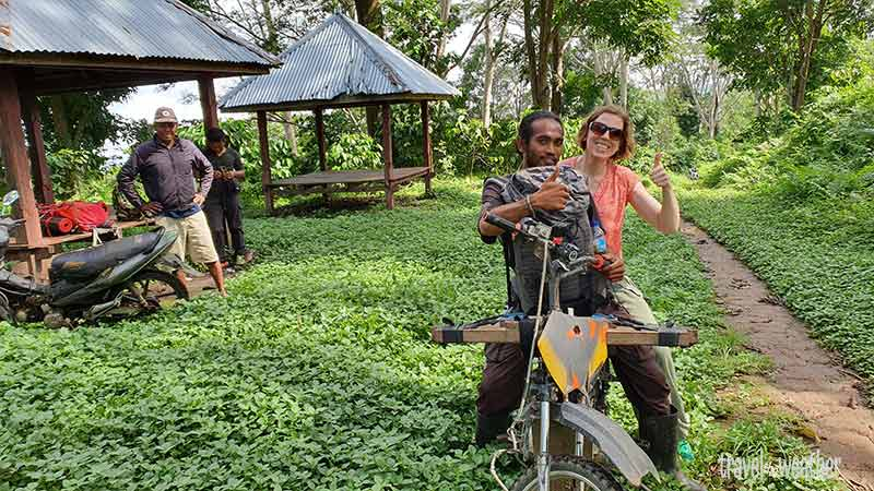 Die Wanderung startet mit einer abenteuerlichen Motorbike-Fahrt.
