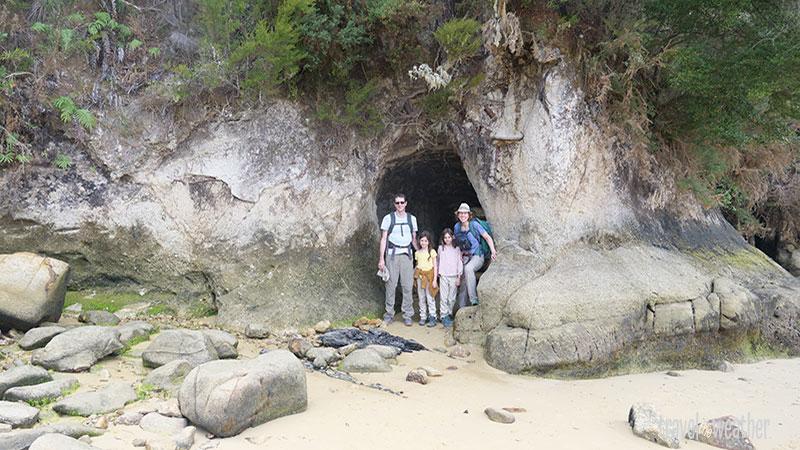 Diese Höhle ist nur bei Ebbe zugänglich.