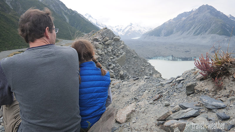 Blick zum Tasmangletscher vom zweiten Aussichtspunkt. Der hellgraue Bereich zeigt die frühere Höhe des Eises.