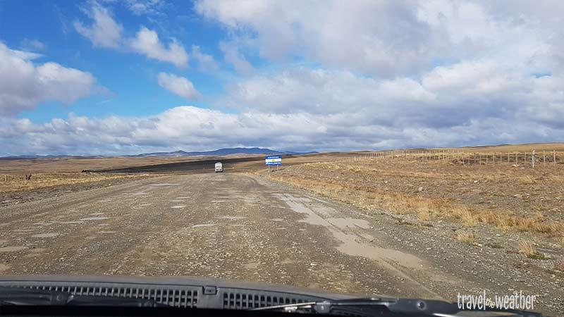 Der Grenzübergang nach Argentinien gleicht einem breiten Feldweg.
