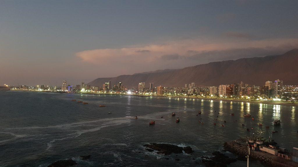 Ausblick von unserer Wohnung in Iquique am Abend.