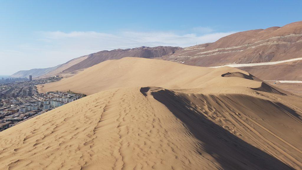 Diese riesige Sanddüne befindet sich direkt neben Iquique.