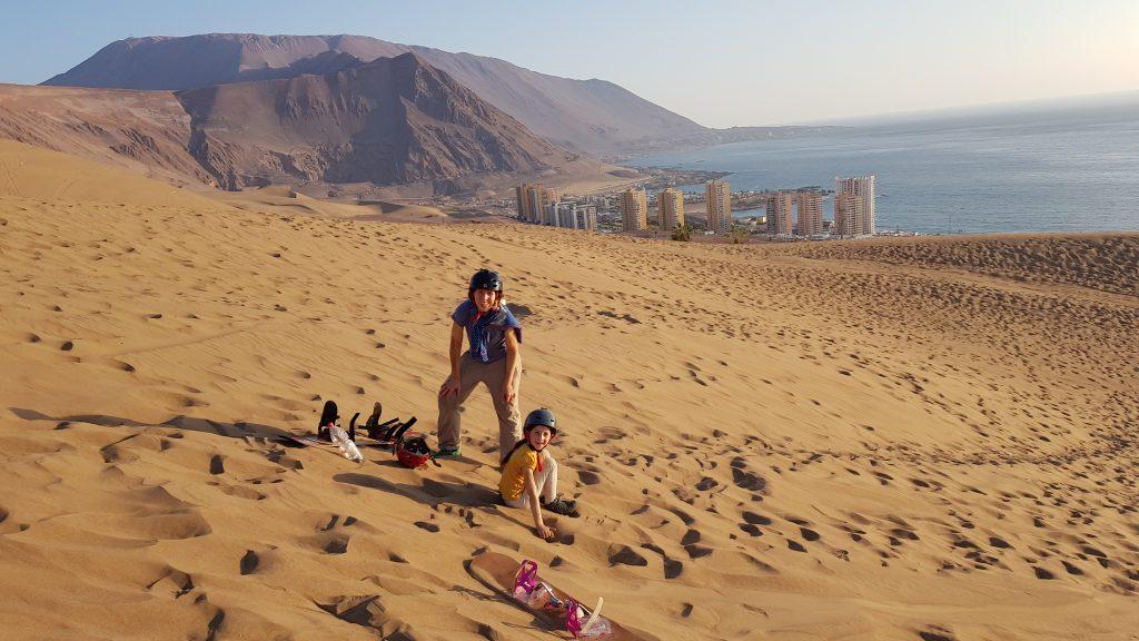 Sandboarding mit toller Aussicht.