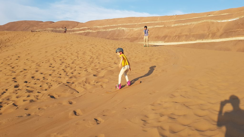Ich hatte viel Spaß beim Sandboarding.